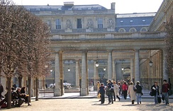 Garden-side view with the columns of the former Galerie d'Orléans