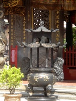 A large censer in front of the Taipei Baoan temple