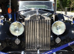 1952 Rolls-Royce Phantom IV with the emblematic Parthenon style radiator grille. Top and front surfaces look dead flat but are actually a few thousandths convex, so they will look flat in accordance with design principles learned from the ancient Greeks.[1]