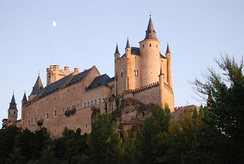 Segovia is one of the main receptors of tourism in the region, world heritage city as well Salamanca and Ávila.