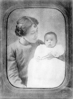 Carrie Langston with son, Langston Hughes, in 1902.