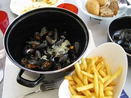 Moules-frites / mosselen met friet is the national dish of Belgium