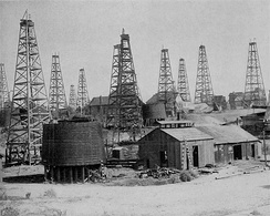 Oil drilling operations in Los Angeles, 1905