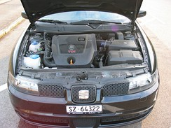 SEAT León Mk1 TDI engine compartment
