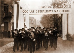 """For 600 years we have been waiting for you (1335-1938)"". An ethnic Polish band welcoming the annexation of Zaolzie by Poland in Karviná, October 1938"