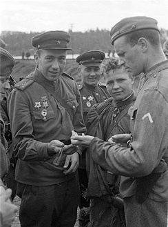 A Soviet (left) and a Finnish officer comparing their watches on 4 September 1944 at Vyborg