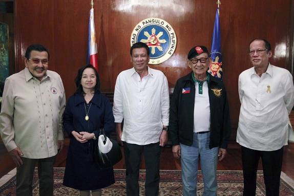 Incumbent President Rodrigo Roa Duterte (center) with (from left) former Presidents Joseph Ejercito Estrada, Gloria Macapagal-Arroyo, Fidel V. Ramos, and Benigno S. Aquino III, before the start of a National Security Council meeting at the Malacañang Palace on July 27, 2016.