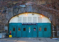 Entrance to 190th Street station on Bennett Avenue