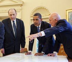 Oaks pointing to President Obama's family history with Thomas S. Monson.