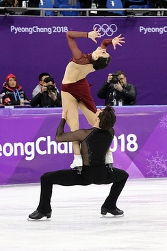 Lift during Moulin Rouge! free dance at 2018 Olympics