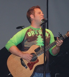 Matthew West playing a concert on the History 101 tour in September 2005