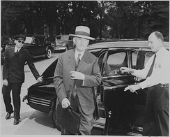 Stimson arriving for a Truman cabinet meeting in August 1945.