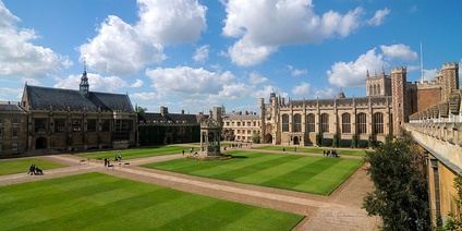 Great Court, with (from left to right) the dining hall, Master's Lodge, fountain, clock tower, chapel and Great Gate