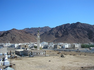 Mount Uhud, with the old Mosque of the Leader of Martyrs (جامع سيد الشهداء), named after Muhammad's uncle, Hamza ibn Abdul Muttalib, in the foreground. The mosque was demolished in 2012 and a new, larger mosque with the same name was built in its place.[22]
