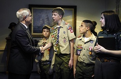 Robert Gates meeting with a Cub Scout, Eagle Scout, Heroism Award recipient, and Venturer during the 2007 Report to the Nation