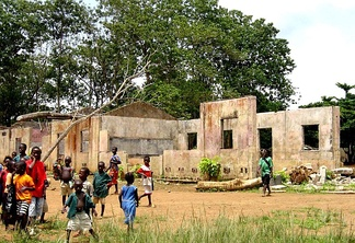 A school in Koindu destroyed during the Civil War; in total 1,270 primary schools were destroyed in the War.[52]