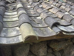 A roof in Hainan tiled using imbrices and tegulae