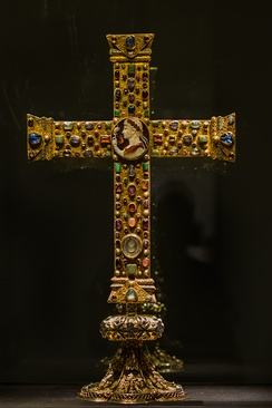 There are several antique and medieval engraved gems on the Ottonian Cross of Lothair (base later). Many antique engraved gems survived in such contexts.