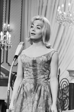 Aubret singing the winning song Un premier amour at the Eurovision Song Contest 1962