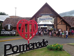 Pomerode, Santa Catarina, is one of the municipalities with a cooficial language. In this region, Hunsrückisch and East Pomeranian, German dialects, are two of the minor languages (see Brazilian German).