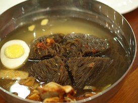 Pyongyang raengmyeon (Hangul: 평양랭면; Hanja: 平壤冷麵), cold buckwheat noodle soup originating in Pyongyang