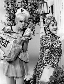 Goldie Hawn and Ruth Buzzi in a 1968 Halloween skit