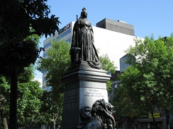 Monument of Queen Victoria at Hamilton. Shortly after the death of Victoria in 1901, several monuments were erected in her honour.