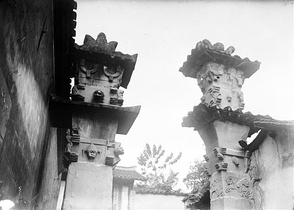Que pillar gates of Chongqing that once belonged to a temple dedicated to the Warring States period general Ba Manzi