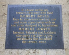 A plaque dedicated to Boyle and Hooke telling of their achievements