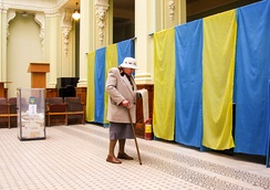 A woman with ballot during 2007 Ukrainian parliamentary election