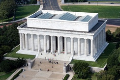 The Lincoln Memorial, an early 20th century example of American Renaissance neoclassical architecture.
