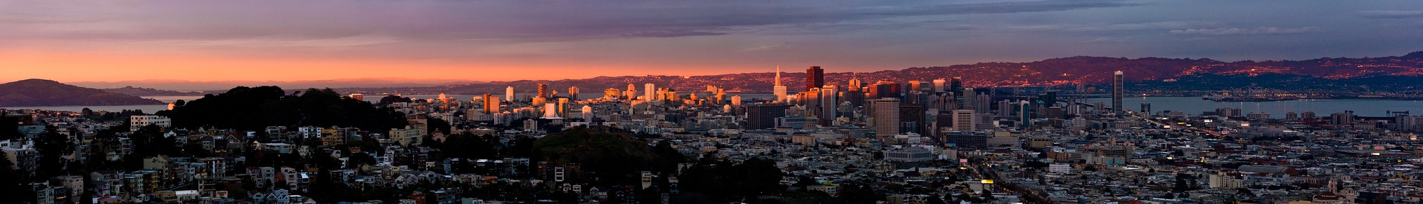 Downtown San Francisco, seen from Twin Peaks at dusk, in December 2009