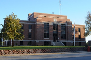 DeKalb County Courthouse in Maysville