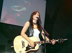 Tunstall performing at the 2005 Summer Sundae in Leicester, 2005
