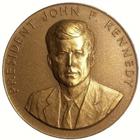 Frank Gasparro's obverse (top) and reverse (bottom) of the 1962 President John F. Kennedy appreciation medal