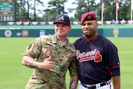 Sgt. 1st Class Alex Burnett (left) and Arodys Vizcaíno (right)