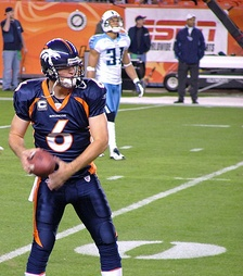 Cutler preparing for the Titans in a 2007 MNF game.
