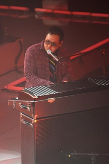 Kero One playing Fender Rhodes at a concert in 2009