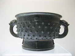 A Shang dynasty two-handled bronze gefuding gui (1600–1046 BC)