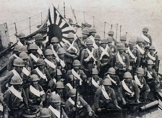 Japanese Marines preparing to land. A modern doctrine in amphibious warfare was one of the reasons in the fast Japanese territorial expansion.
