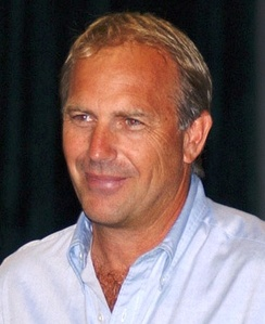 Costner visiting Andrews Air Force Base in July 2003