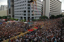 Naha's annual Otsunahiki (giant tug-of-war) has its roots in a centuries-old local custom. It is the biggest among Japan's traditional tugs of war.