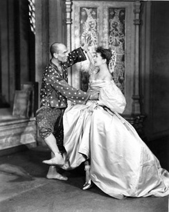 Yul Brynner and Gertrude Lawrence in the stage musical The King and I