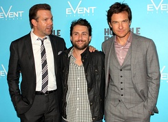 Sudeikis with Charlie Day and Jason Bateman at the 2011 premiere of Horrible Bosses.