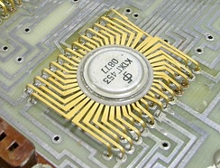 A Soviet MSI nMOS chip made in 1977, part of a four-chip calculator set designed in 1970[42]