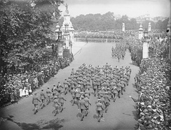 A military parade taking place in front of Buckingham Palace during the First World War