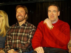Huckabee with actor Chuck Norris in Londonderry, New Hampshire (2008)