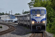 Outbound Metra at Schiller Park.jpg