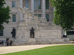 The Royal Artillery Memorial in London, featuring an oversized stone replica of a BL 9.2 inch Mk I howitzer