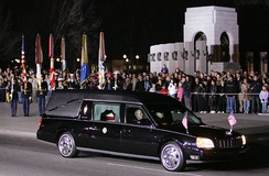 Hearse with Ford's body pauses at the World War II Memorial